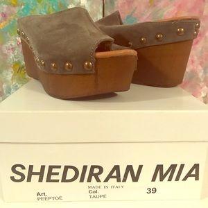 Sheridan Mia
